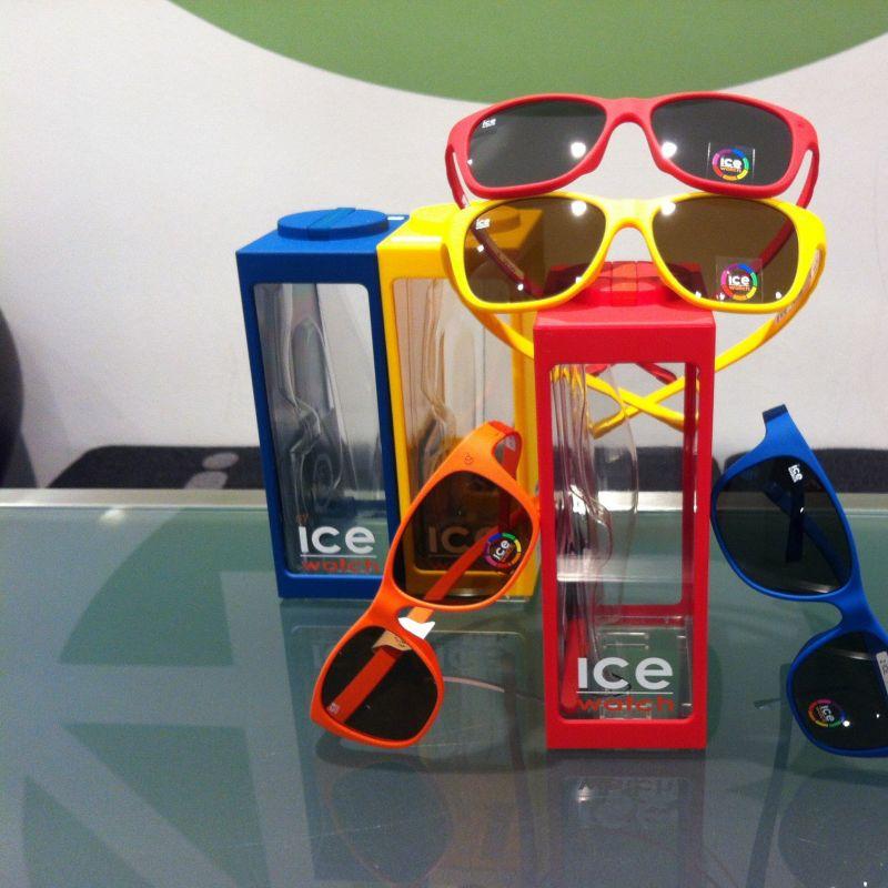 Coole ICE -Watch Sonnenbrillen für den Strand.  Knackig bunt und super leicht . - Brille 48 - Köln