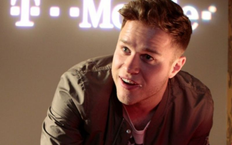 Olly Murs  - (c) Flickr / Lunchbox LP / Olly Murs / https://www.flickr.com/photos/lunchboxstudios/8721301682/in/photolist-ehEX9o-ceBCZQ-ehzchT-qf3UDj-nCBY3W-ehEX9A-ehzcgV-8TKfjA-bXfhm8-ehzcir-fM9oqt-ehEX8E-fMqZRb-nKpKE4-ehzcgM-ceBDCJ-fM9mWX-bXfgXz-ntd4bd-ehzcgD-ehzchz-e7mYbJ-fMqXYS-nveH8m-e6ZkLu-8Tjhd2-cB6Meu-fMqVyq-ceBCCm-cqo3d7-nNgj9z-ntZ9CB-fMqXzQ-dQj8HP-fe8yaC-fMqWFq-cqo3YE-cqo3oY-fdSTfP-fdTKL2-hnbVqQ-amay1i-bXfgmB-hncFgc-hnbojw-cqo3A7-cqo48m-fdSXJD-fM9kSM-e7gjXc