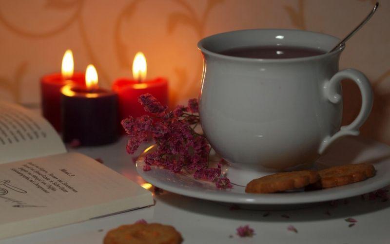 Eine heiße Tasse Tee genießen. - (c) gänseblümchen/http://www.pixelio.de/media/425126