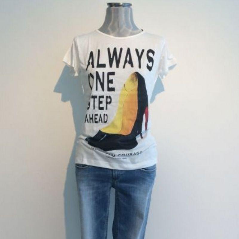 Shirt QC 115,00 €, Jeans Denham 179,00 € - Best Tina Josenhans - Stuttgart