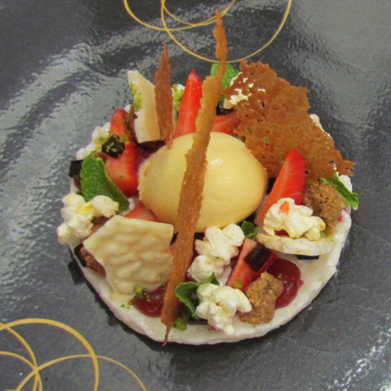 Milchreis/Popcorn/Erdbeeren - Restaurant Künstlerkneipe - Karlsruhe