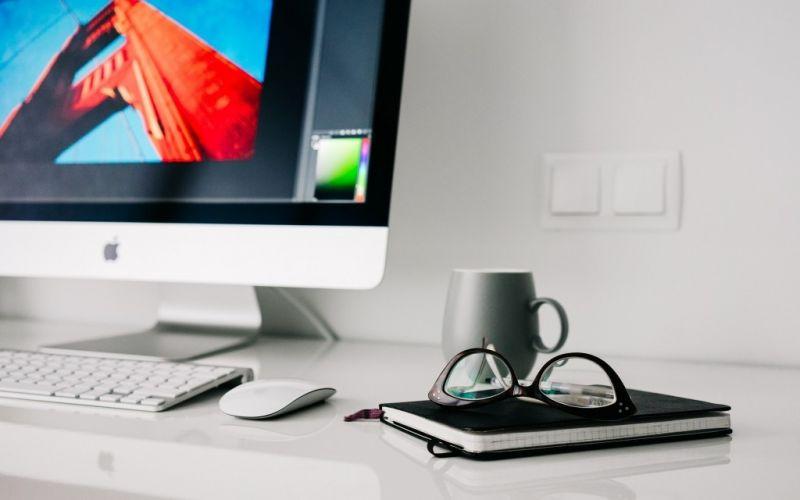 Office - (c) fancycrave1/https://pixabay.com/de/büro-home-gläser-arbeitsbereich-820390/