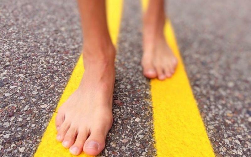 - (c) https://pixabay.com/en/walk-street-barefoot-summer-urban-826580/