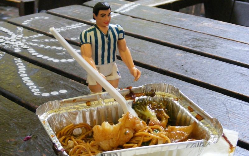 - (c) www.flickr.com/photos/gruenemann / Ricardo the Soccer Player eats a nutritious meal / https://www.flickr.com/photos/gruenemann/4382677391/