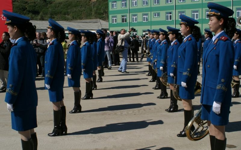 - (c) https://pixabay.com/de/parade-frauen-nordkorea-musik-535179/