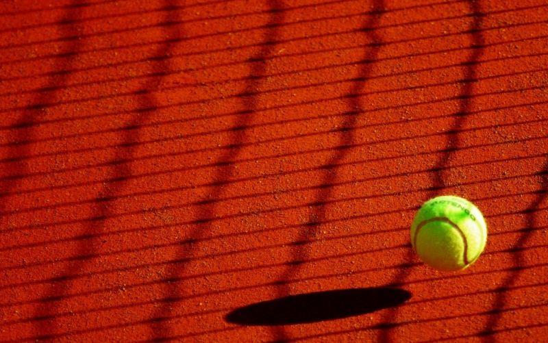 Tennis - (c) anais_anais29/https://pixabay.com/de/tennis-ball-sport-gelb-178696/