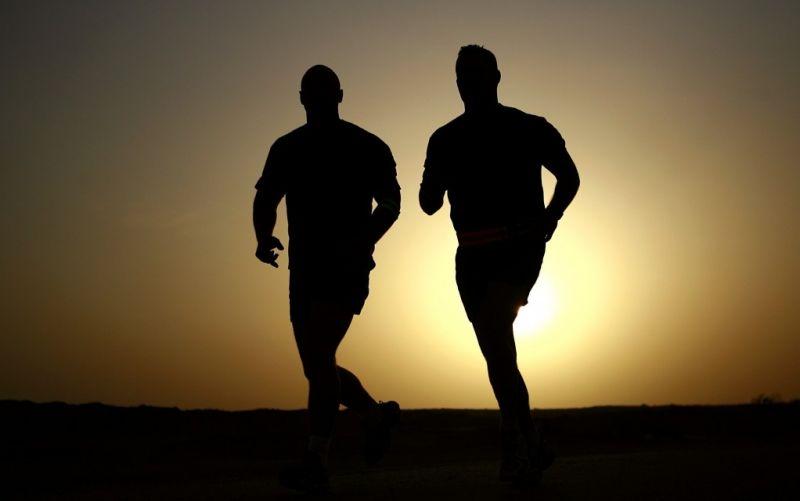 - (c) https://pixabay.com/de/läufer-silhouetten-athleten-fitness-635906/