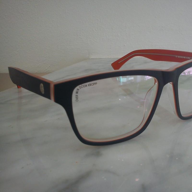 Cheap Monday Mod. Crude eye Diese Brillenfassung besticht durch Ihre 3 Acetatplatten, welche aufeinandergekittet wurden und durch ein gebürstetes Finish besonders hervorgehoben werden. - 175 Grad - Stuttgart- Bild 1