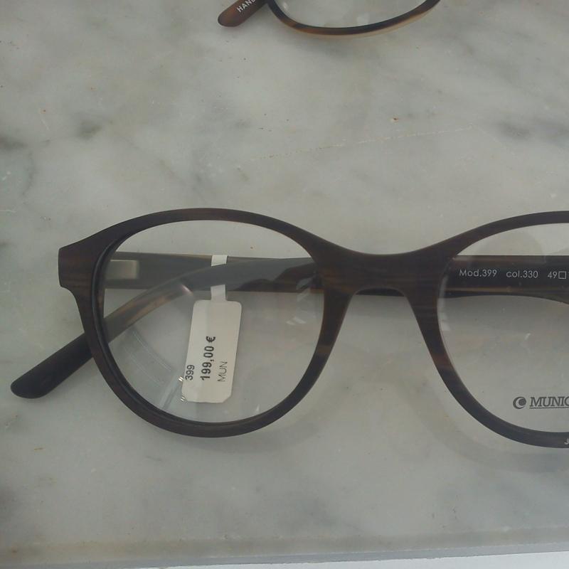 Munic Eyewear. Die Twin- Style Kollektion. Verschiedene Varianten dieses Modells machen die ganze Kollektion interessant und vielfältig zugleich. Zur Auswahl stehen die unterschiedlichsten Maserungen und Finishs - 175 Grad - Stuttgart- Bild 2