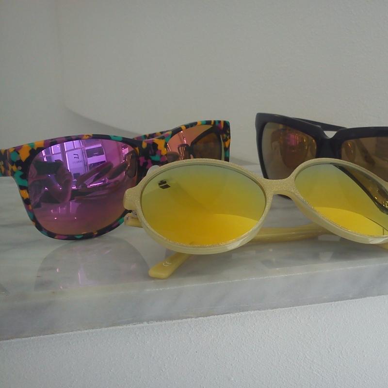 Andy Wolf. Handmade in Austria. Die gesamte Sonnebrillenkollektin ist streng limitiert. Auch die Korrektionsbrillen bestechen durch Ihre große Farbvielfalt - 175 Grad - Stuttgart