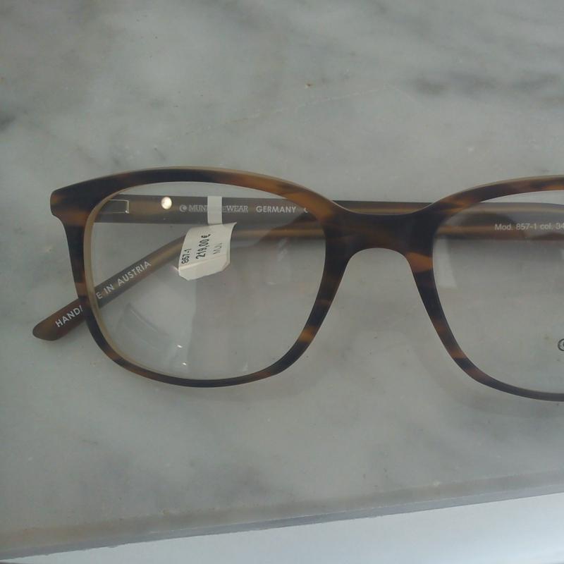 Munic Eyewear. Die Twin- Style Kollektion. Verschiedene Varianten dieses Modells machen die ganze Kollektion interessant und vielfältig zugleich. Zur Auswahl stehen die unterschiedlichsten Maserungen und Finishs - 175 Grad - Stuttgart- Bild 3