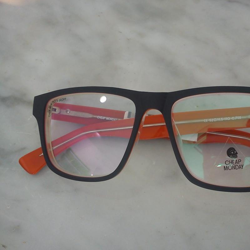 Cheap Monday Mod. Crude eye Diese Brillenfassung besticht durch Ihre 3 Acetatplatten, welche aufeinandergekittet wurden und durch ein gebürstetes Finish besonders hervorgehoben werden. - 175 Grad - Stuttgart- Bild 3