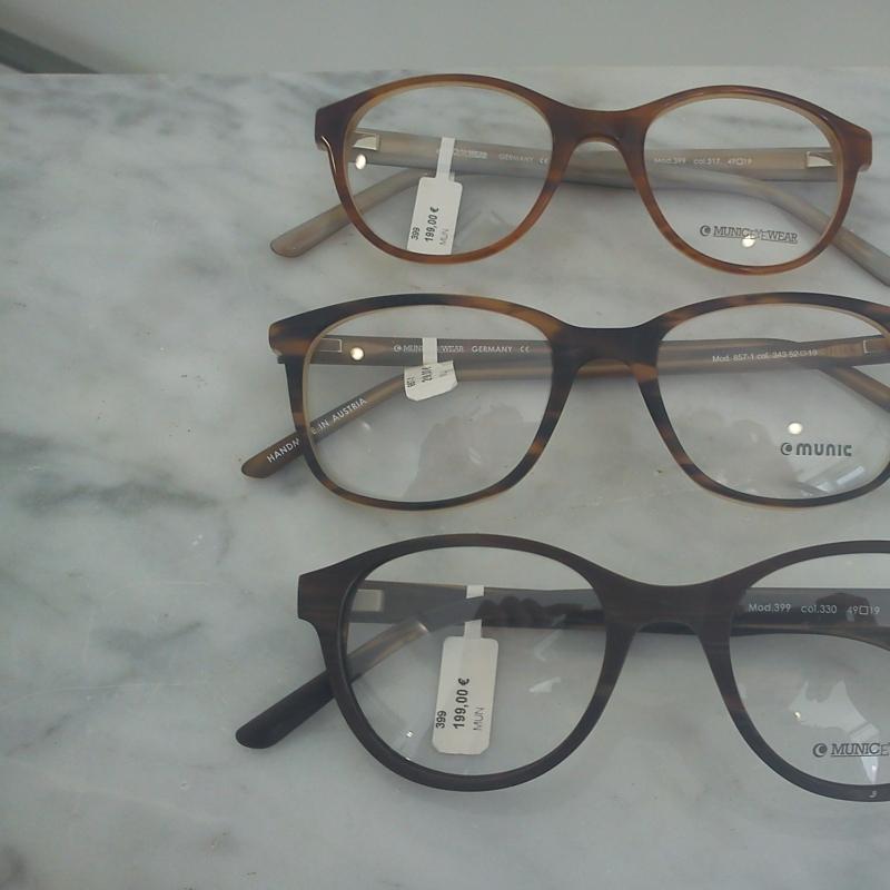 Munic Eyewear. Die Twin- Style Kollektion. Verschiedene Varianten dieses Modells machen die ganze Kollektion interessant und vielfältig zugleich. Zur Auswahl stehen die unterschiedlichsten Maserungen und Finishs - 175 Grad - Stuttgart- Bild 1