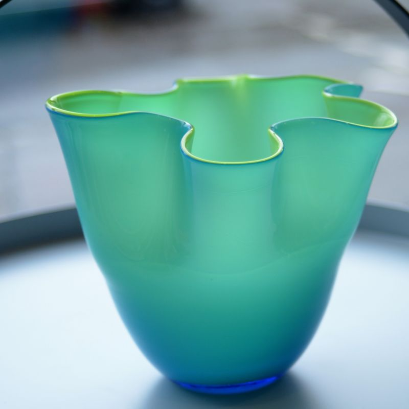 Bunte Sommersträuße finden mit dieser Vase das passende Gefäß. Bei uns gibt es die WAVE Vase von XO DESIGN in zwei Größen zu jeweils Euro 24,00 und Euro 39,00.  - LIEBLINGSSTÜCKE by Das Schauwerk - Stuttgart