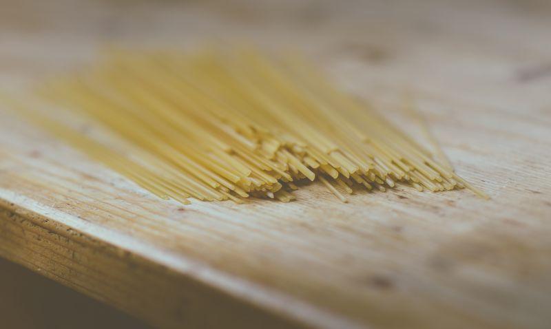 flickr.com/Glenn0395/Raw Spaghetti on Kitchen Table // https://www.flickr.com/photos/steamster/19948950858/in/photolist-5SWyAc-ckrFEN-c2n8eA-9iu1qy-5SzzAf-9itYN3-chfxp1-5WiNJn-gjfDwT-agVrHD-xW2sNy-oeBTP4-5SWypM-5SWyiV-gvzU1X-5T1TXh-5SWycT-4RfqUM-5WNyAW-bLfuLz-ctTa7C-ekY1NY-8drg9f-danrFJ-dLEUJr-8afRwe-JveqG-bVxBcx-8drg5q-7CtqpZ-9TaJtX-7CtqkB-8dnZfM-8dnZiH-nUwVgR-woPA5A-86Md39-95KgNH-4gpsLJ-a9tnS6-7vPAFz-seN2C-3BAgC7-yr3T4Y-vmtCNj-8dnZhK