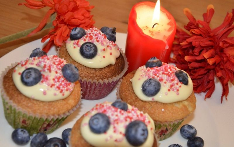 Vanille-Cupcakes mit Blueberry-Buttercreme Topping - (c) Hannah Zollhöfer