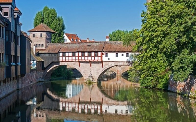 - (c) https://pixabay.com/de/nürnberg-henkerbrücke-brücke-2132363/