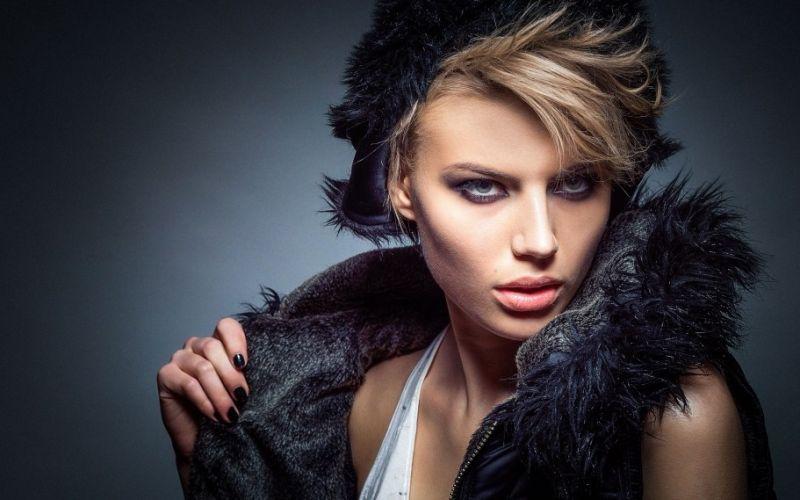- (c) ©https://pixabay.com/de/modell-mode-glanz-mädchen-weiblich-600238/