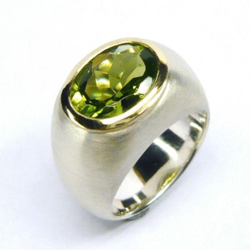 Ring, Silber 925/-, Fassung Gold 750/-, Peridot oval fac. 4 ct. - Marcus Götten Goldschmiedemeister - Köln
