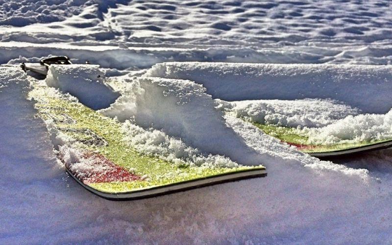 Skispringen - (c) Wokandapix/https://pixabay.com/de/ski-skispringen-schnee-winter-586227/