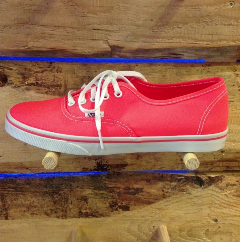 Vans Authentic LoPro Neon Coral  - Roxburry Store Stuttgart - Park and Powder - Stuttgart