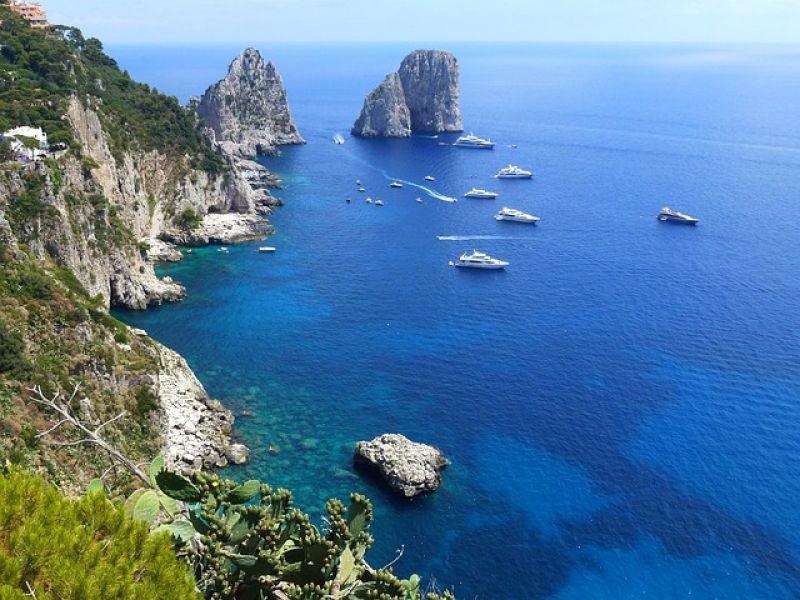 https://pixabay.com/de/capri-marine-klippen-79335/