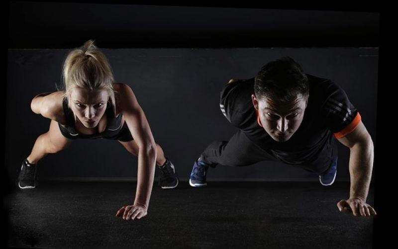 - (c) https://pixabay.com/de/sport-fitness-training-sportlich-2264825/