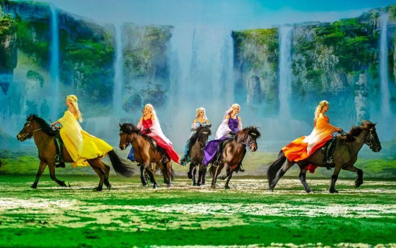 - (c) CAVALLUNA / Lanxess arena / Show: Welt der Fantasie