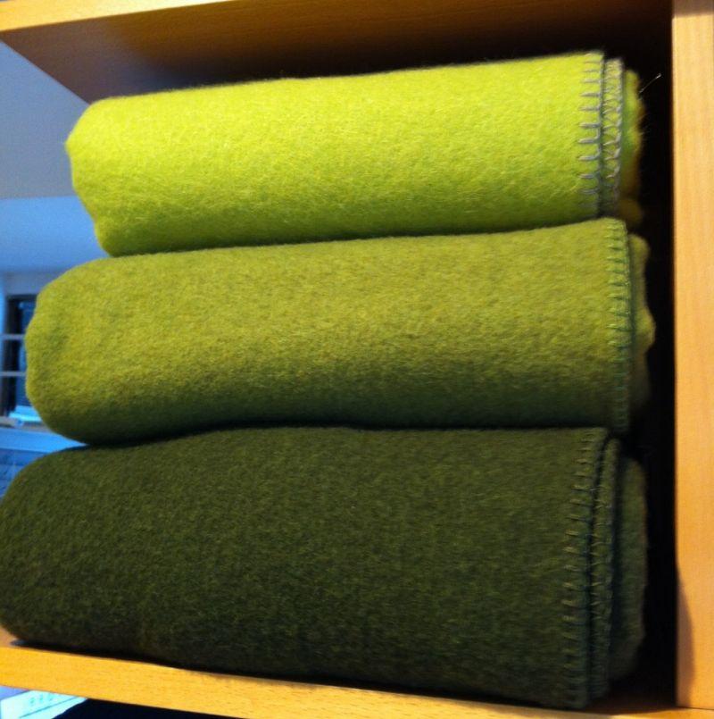 wolldecken in neuen gr nt ne von der fa steiner aus sterreich gr e 150 190 und waschbar. Black Bedroom Furniture Sets. Home Design Ideas