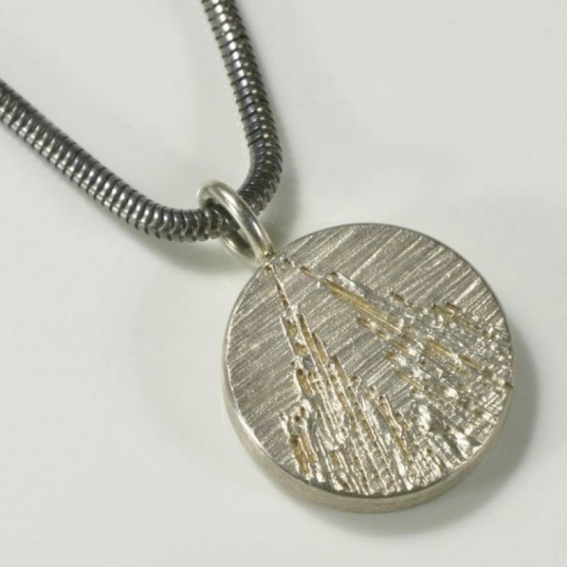 Anhänger, Kölner Dom, rund, weiß, 925- Silber 90,- € Kette 30,- € - TRIMETALL Schmuck - Design - Objekte - Köln