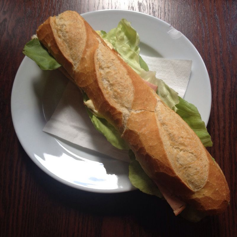 Jerome Spezial           Baguette mit Fleischkäse + Käse überbacken - Chez Jerome - Saarbrücken