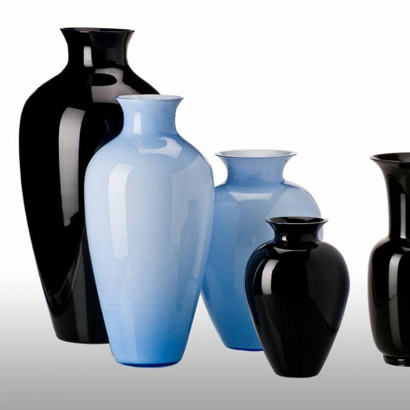 Venini Fall Winter 2013. Labuan, Cinesi und Opaline. Mundgeblasenes Glas in Schwarz und Bluino. - Marcolis Supreme Italian Products - Stuttgart