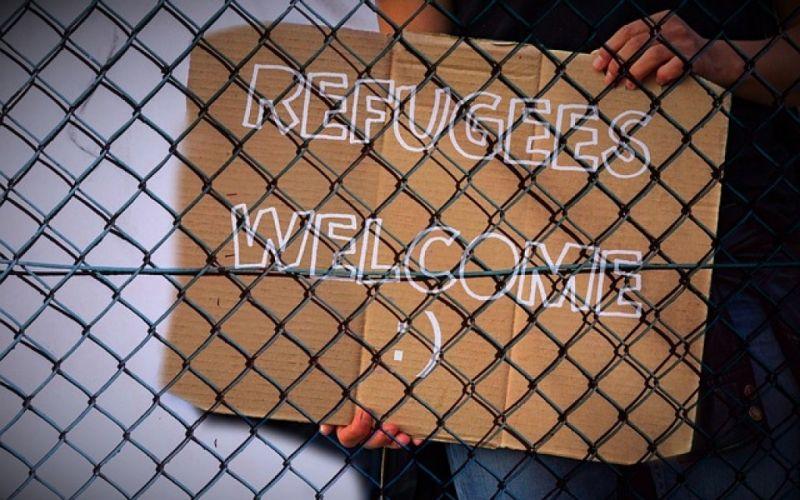 - (c) https://pixabay.com/de/zaun-schild-flüchtlinge-willkommen-978138/