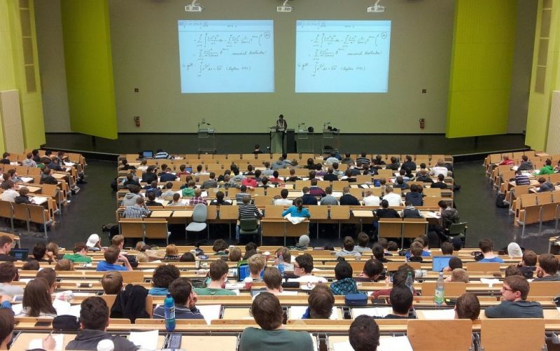 Universität - (c) https://pixabay.com/de/users/nikolayhg-3248/
