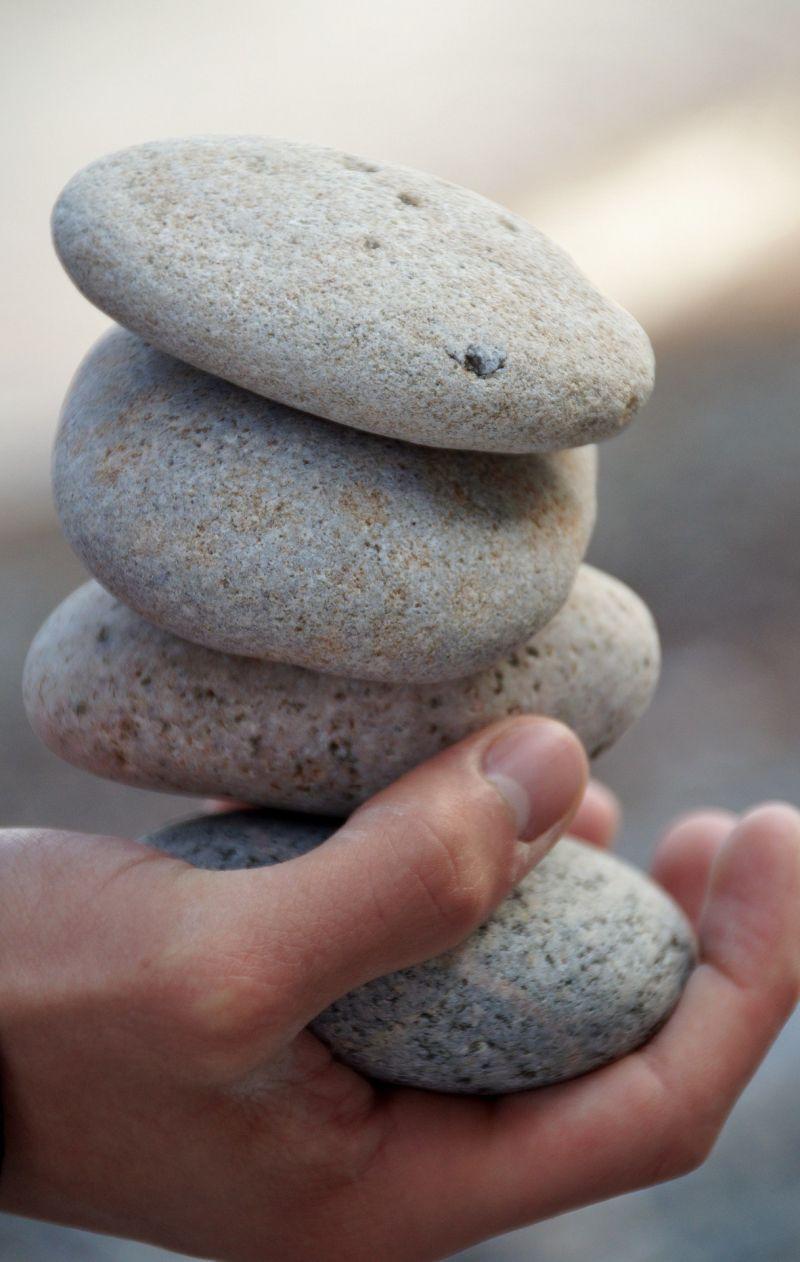 https://pixabay.com/de/steine-hand-feng-shui-pebbles-857625/