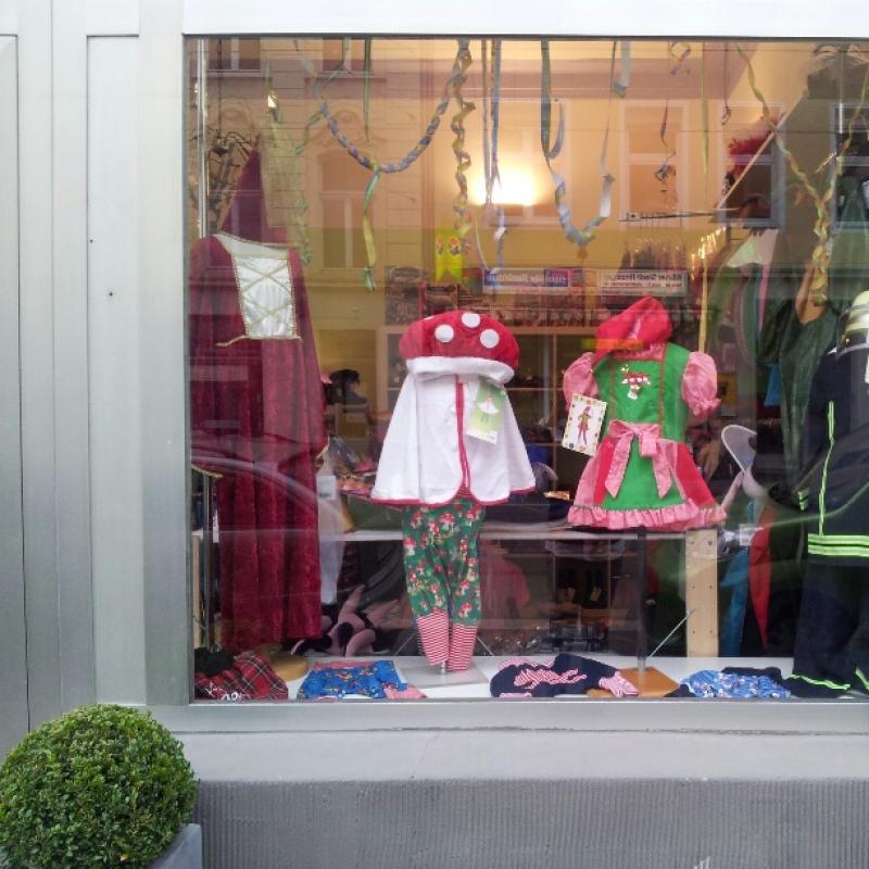 Baby-Karnevalskostüme und Kinder-Karnevalskostüme in großer Auswahl - Kinder-Secondhand Dreikäsehoch - Köln