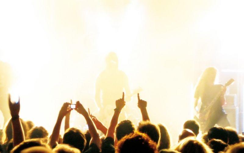 - (c) bluefeeling  / pixelio.de/Rockkonzert 02/http://www.pixelio.de/media/441857