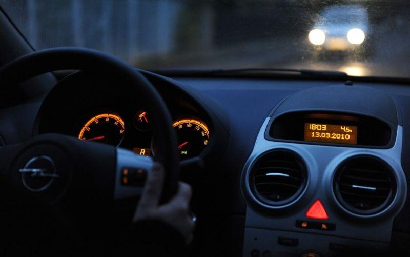 Innenraum eines Opels - (c) Asatira / https://pixabay.com/de/auto-innenraum-dunkel-666895/