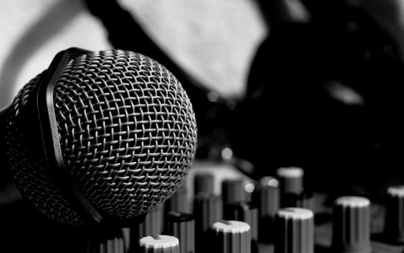 Mikrofon - (c) IchSelbst!/pixelio.de/https://image.pixelio.de/000/179/474//player/1--179474-Music!-pixelio.jpg