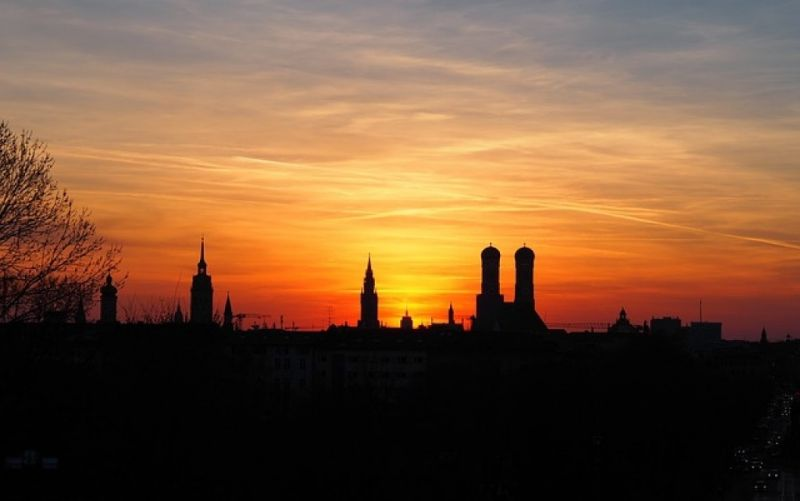 - (c) https://pixabay.com/en/munich-skyline-sunset-2253619/