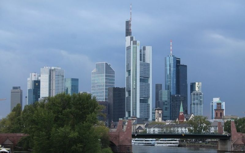 - (c) https://pixabay.com/de/skyline-frankfurt-mainhattan-740528/