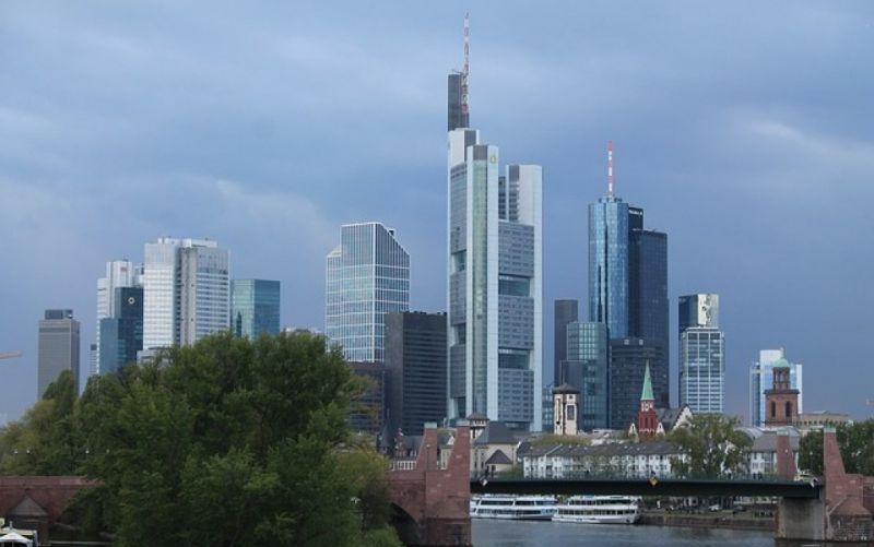 - (c) https://pixabay.com/de/skyline-frankfurt-mainhattan-740528/