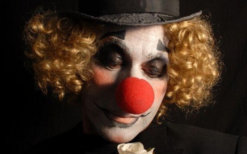 - (c) https://pixabay.com/de/farbe-traurig-clown-1493503/