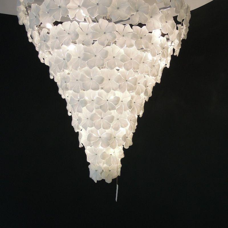 Lampadario Fiori Biancolatte, mundgeblasene Blüten aus Muranoglas, Farbe opalin weiß. H 100 cm ø 90 cm, Gewicht ca. 70 kg.  - Marcolis Supreme Italian Products - Stuttgart- Bild 2