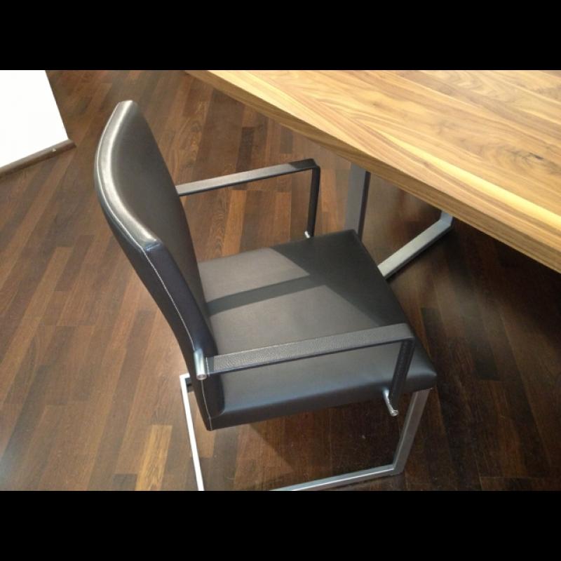 KFF Esstisch mit Sitzbank und Leder Stühlen Wagner Küchen und Hausgeräte Stuttgart Haushaltswaren