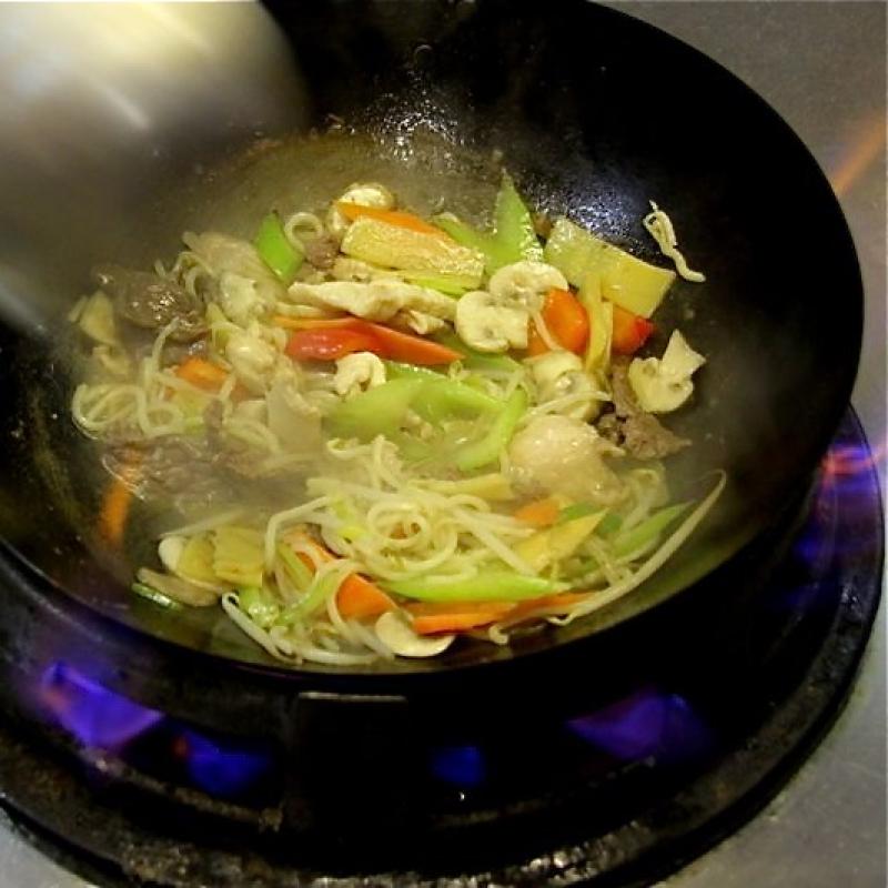 YAN SUSHI & WOK Lassen Sie sich von besonderen asiatischen Kochkünsten und unserem Team verwöhnen - YAN Sushi & Wok - Heilbronn