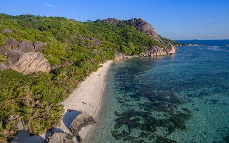 - (c) https://www.flickr.com/photos132646954@N02/39587444562/dronepicr/ Trauminsel La Digue,Seychellen