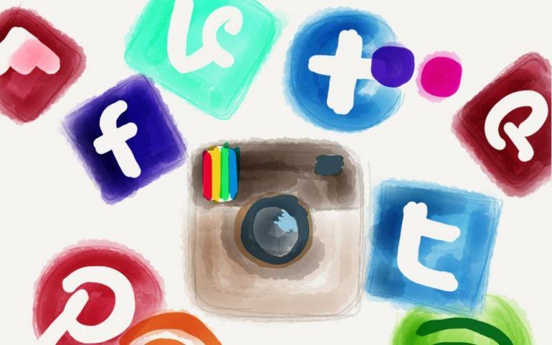 Soziale Netzwerke  - (c) Flickr / Tanja Cappell / Social Networks / https://www.flickr.com/photos/frauhoelle/8464661409/in/photolist-dTZAW6-cQihe9-7NJ8Mj-8GWpur-9mFhz8-5BL6kU-dcjkdq-pfd7yn-AEVAQ9-bJgLsk-ohhM2D-aExS4W-oyKAwU-owKzm3-aEu2yX-9rCQw8-fjqKQv-biVR3n-fjEWqw-9pq7Nq-bmLMoc-bfM5wV-4AUur8-ceUXjw-ab53BF-7DhbKd-bJK3X6-7JUW4Z-aJpw1r-8DbZLX-szqHTb-5BFPqt-7NE8Tp-p4KxNq-7NJ7i7-eUjEws-7JUW1M-9dyLV5-aJpvWB-7htGuR-7NMq1m-7NE9sc-9drKbj-5sn96z-8JaLoS-7NMpch-7NJ9vE-h4rhH9-7NE8Zn-aJxDRZ