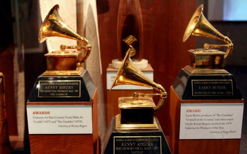 Grammys  - (c) Flickr / Prayitno / Grammys / https://www.flickr.com/photos/prayitnophotography/18287793335/in/photolist-bimUrZ-4GSvmP-dTQ6Y-9P6EZM-7YupDr-b4Hw4H-tS2HPD