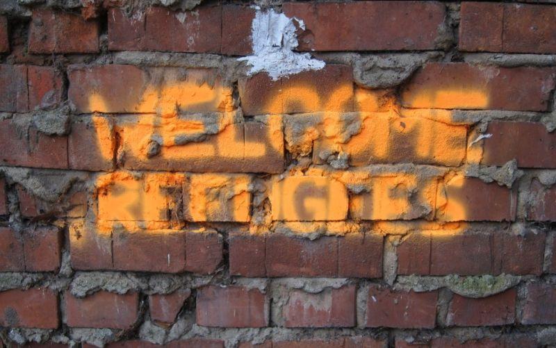 Welcome Refugees - Willkommen, Flüchtlinge - (c) Initiative Echte Soziale Marktwirtschaft (IESM)  / http://www.pixelio.de/index.php // Welcome Refugees - Willkommen, Flüchtlinge